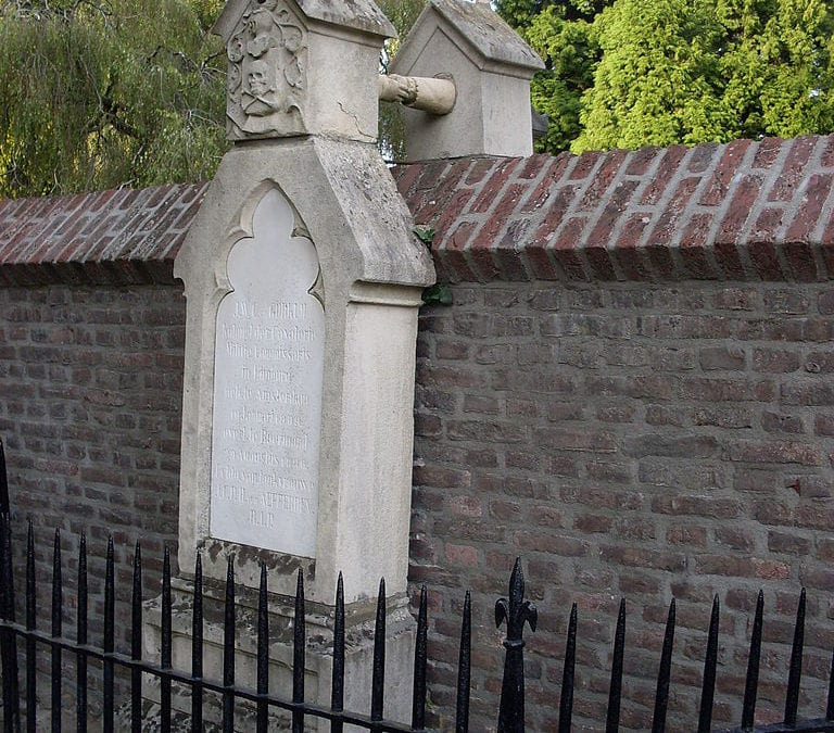 A wall between two graves…